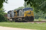 CSX 476 + CSX 139 head east on a mixed train.