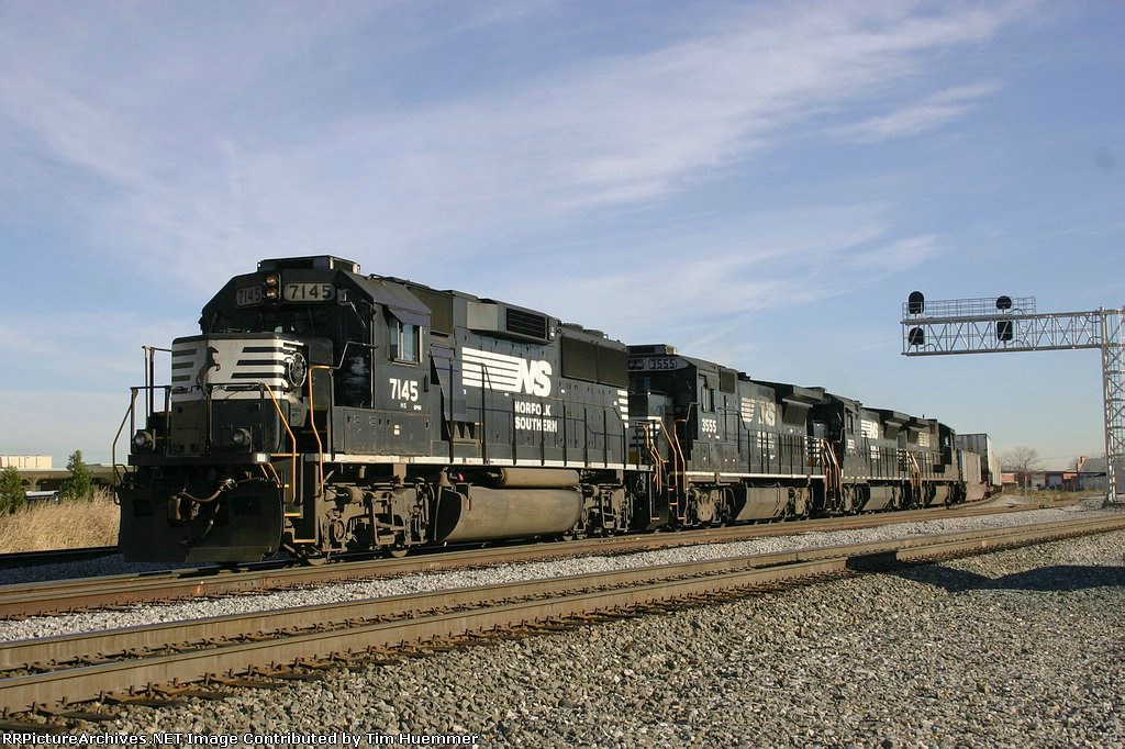 NS 213 pauses at Elm with a 4-axle lashup