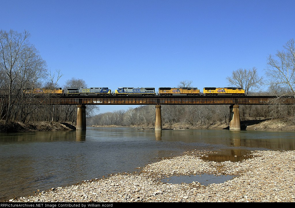 UP 5198 leading mixed freight across Meramec River
