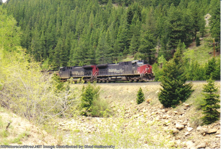 SP 208 keeps its coal train in check