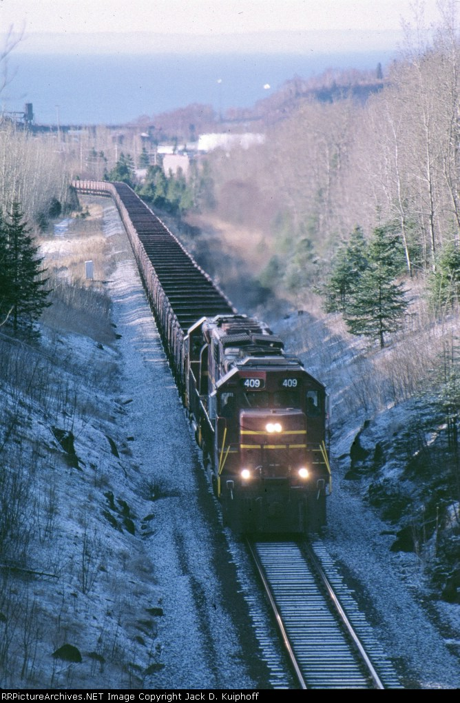 DMIR 409, Leaving Lake Superior behind, 409 and 416 with empty jenny's climb the hill,