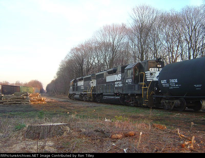 H65 passing what is left of the Great Pine in Washington Yard