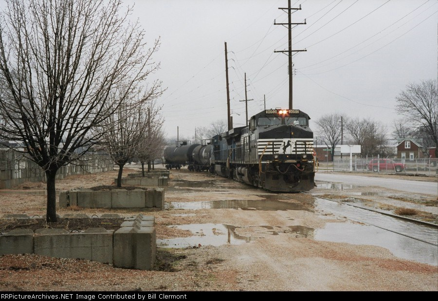 NS 9050 Shoving Two Full Tank Cars Out of The Ind. Park