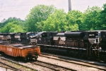 NS 2675 and some railroad ties