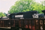 NS 1595 Appears over two Southern cars