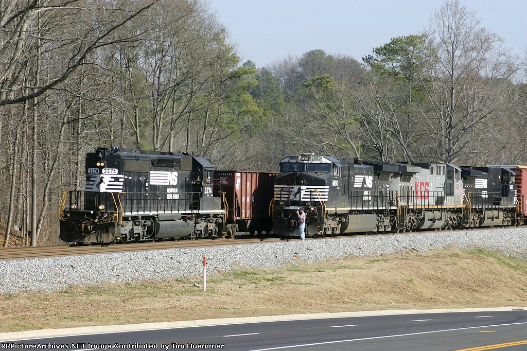NS 153 gets overtaken by a local