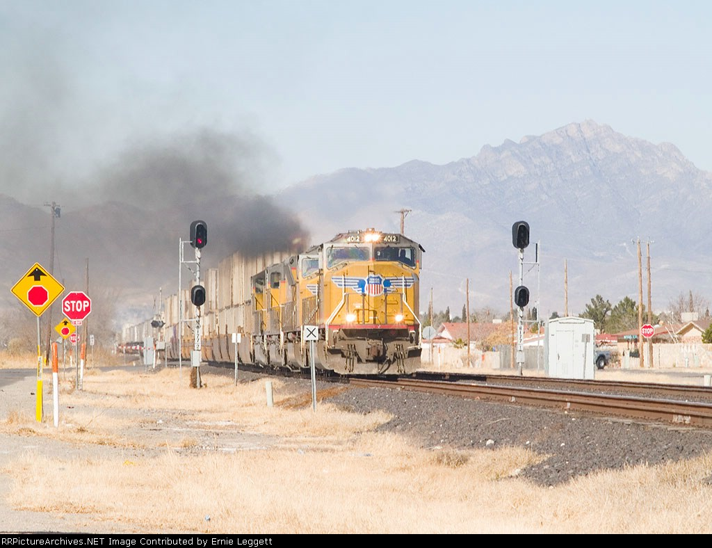 UP 4012 leads an EB intermodal at 11:24