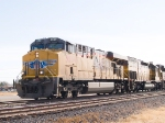 UP 5539 leads a WB intemodal at 10:15am