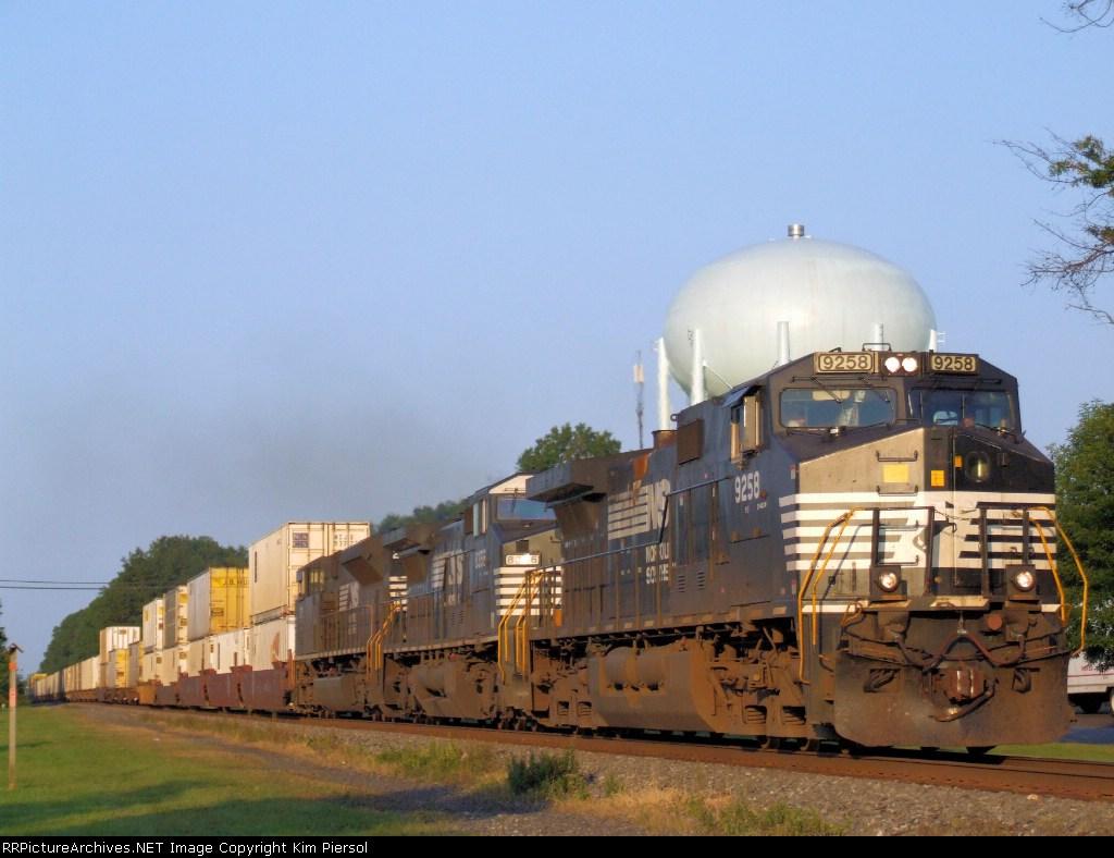 NS 9258 Train 214