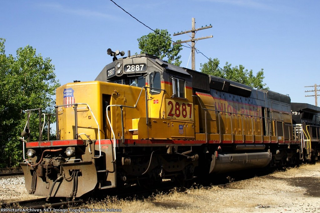 UP 2887 SD40T-2