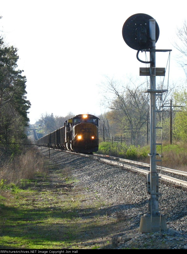 CSX 784 & 87 with N914-29 rolling through the sag as the approach the signal at Haddix Rd