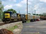 CSX 7566 & 9012 leading Q216-10 onto the Toledo Wye