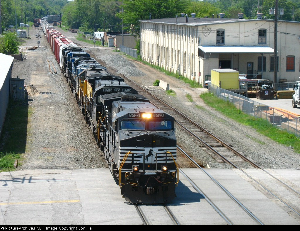 NS 9423 leading 30G with UPY 742 in its consist