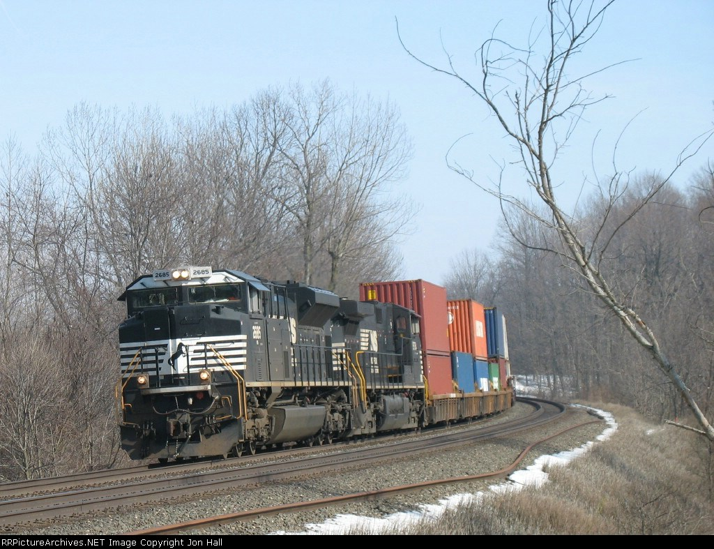 Westbound stack train behind NS 2685 & 9754 finally getting its turn to move up