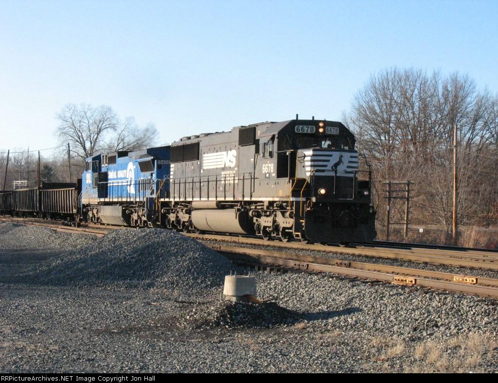 NS 6678 & 8408 leading the train for I/N Tek
