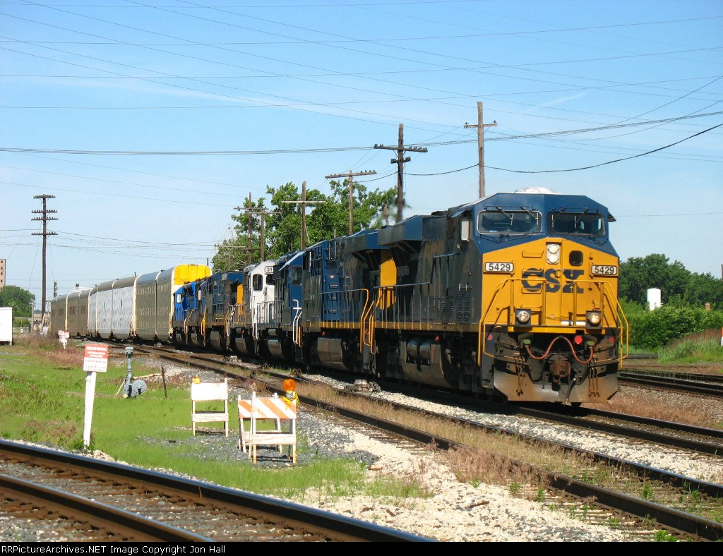 CSX 5429 leading 6 other units out of Blue Island Yard on the point of Q200-06