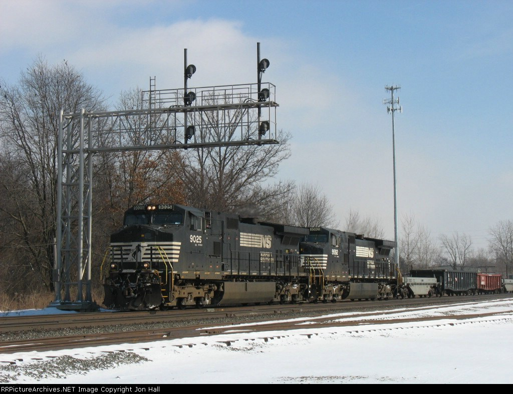 NS 9025 & 9592 heading west