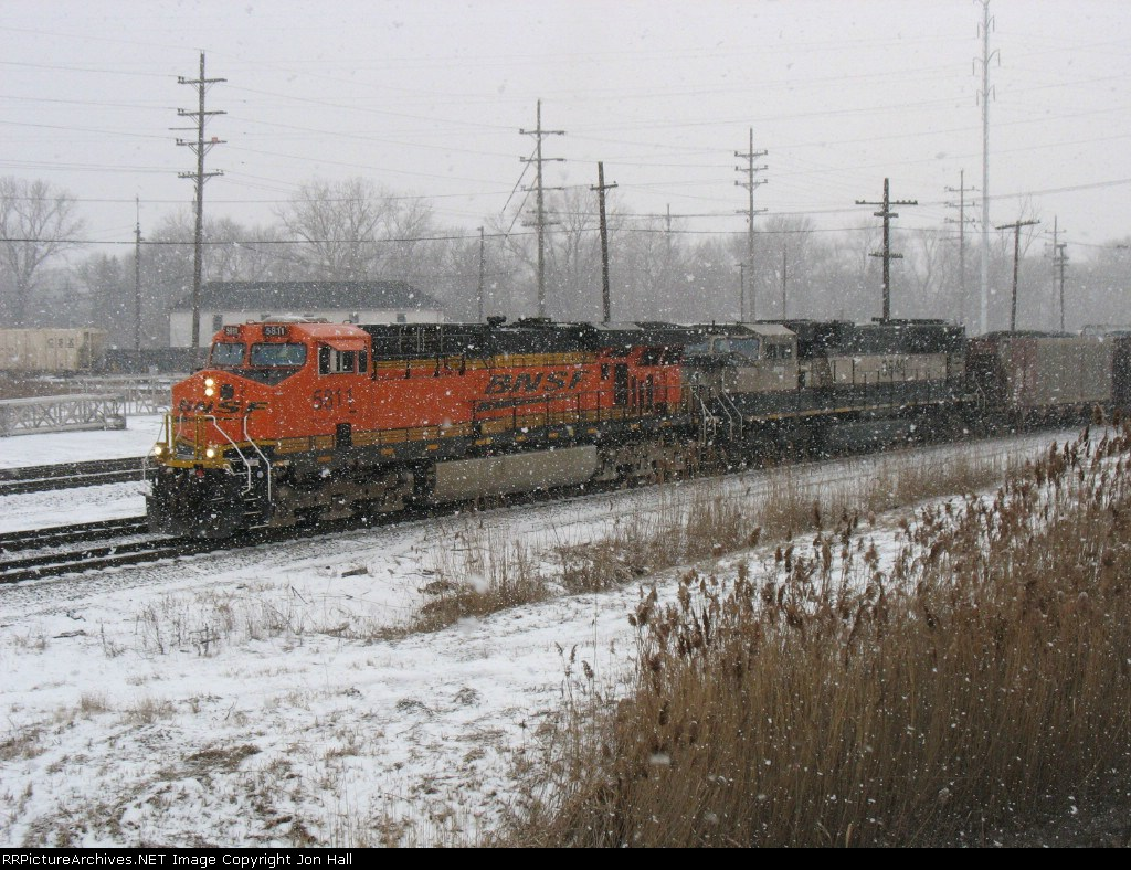 BNSF 5811 & BN 9549 starting eastward with U995 through a snow squall