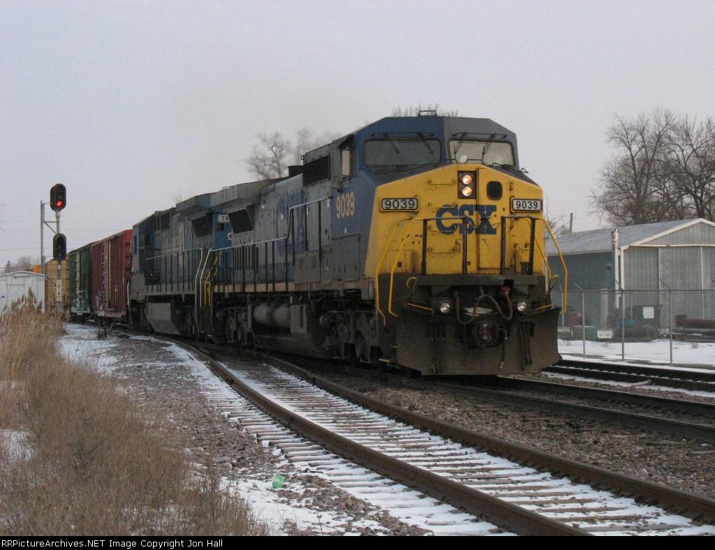 CSX 9039 & 7491 heading south with Q647