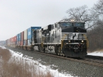 NS 7577 & 8840 leading eastbound stacks