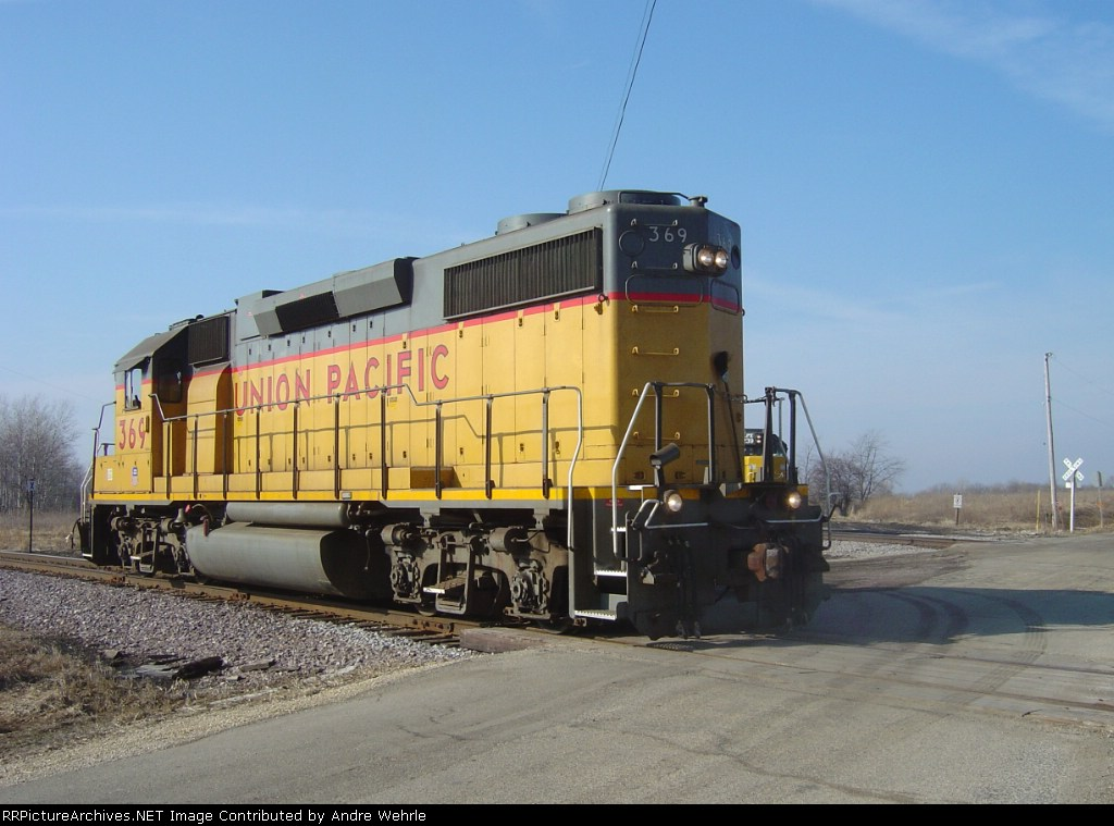 UP 369 pulls off the branch