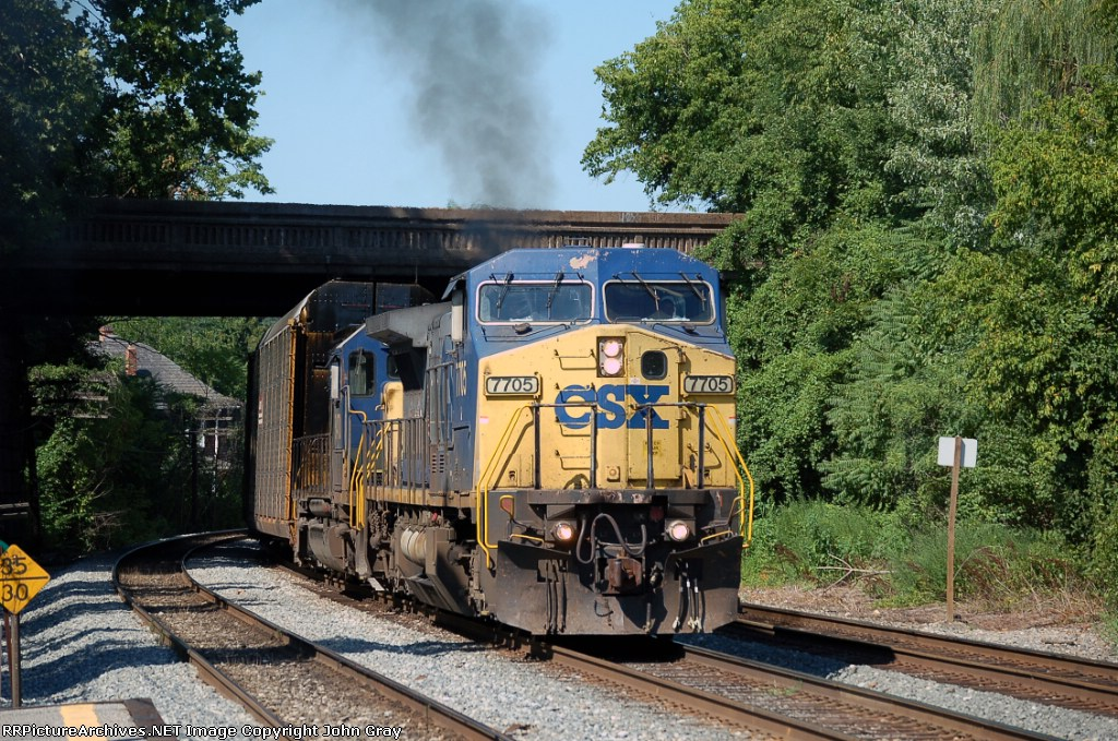 Q276-10 with CSXT 7705. CSXT 8470 had a failure and lost it's oil everywhere. The top of the engine is covered and the front of the first autorack.