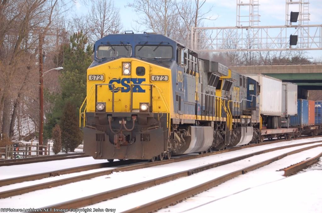 CSXT 672 (AC60CW) leads Q171-17