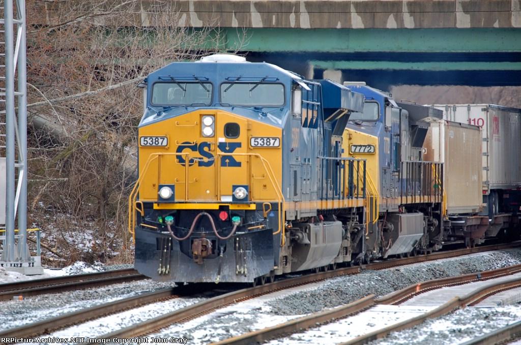CSXT 5387 (ES44DC) & CSXT 7772 (C40-8W) power Q171