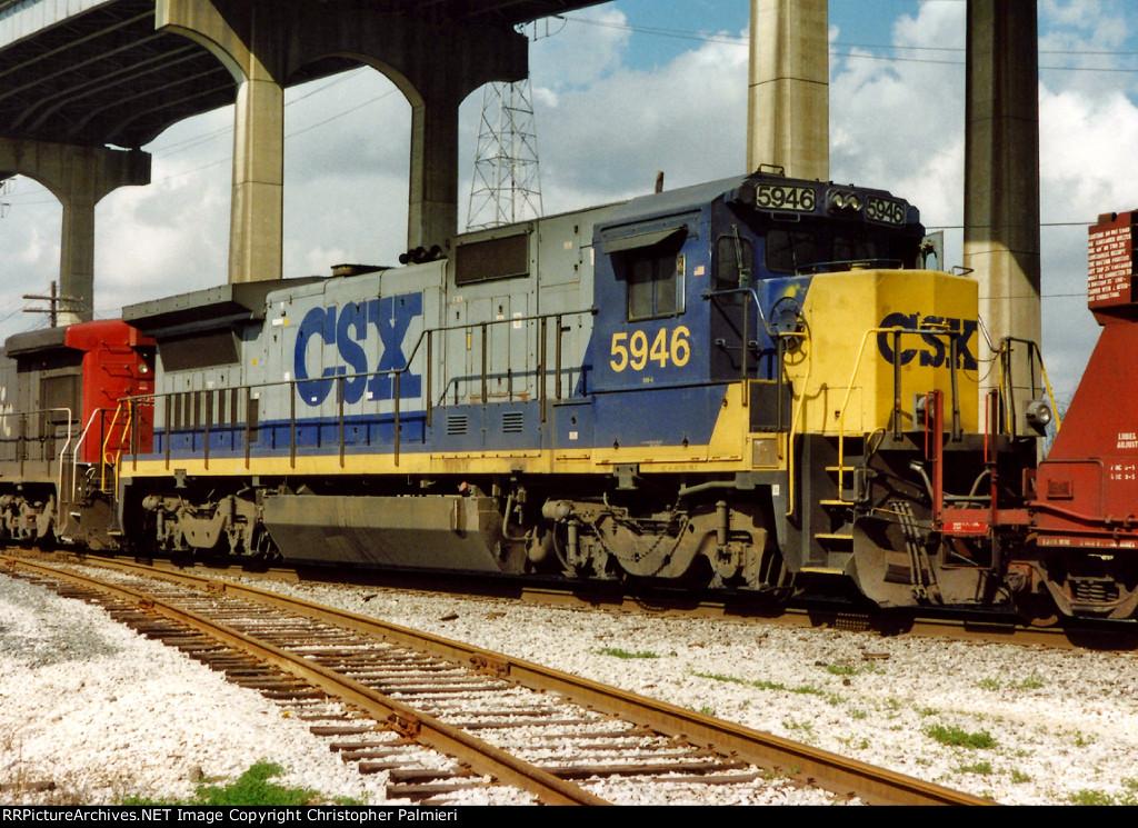 CSXT 5946 on Y-105-26