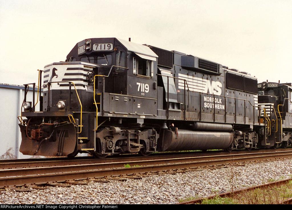 NS 7119 on No 221
