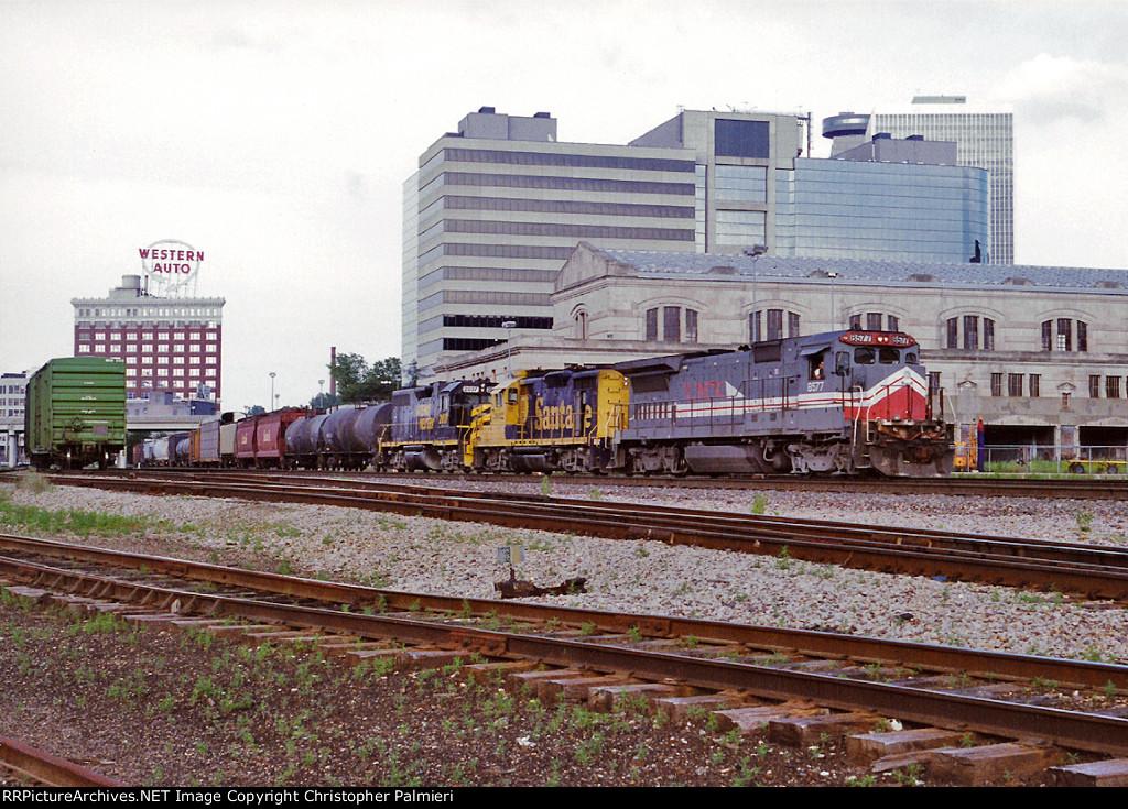 LMX 8577, ATSF 3032, and GWWR 2037