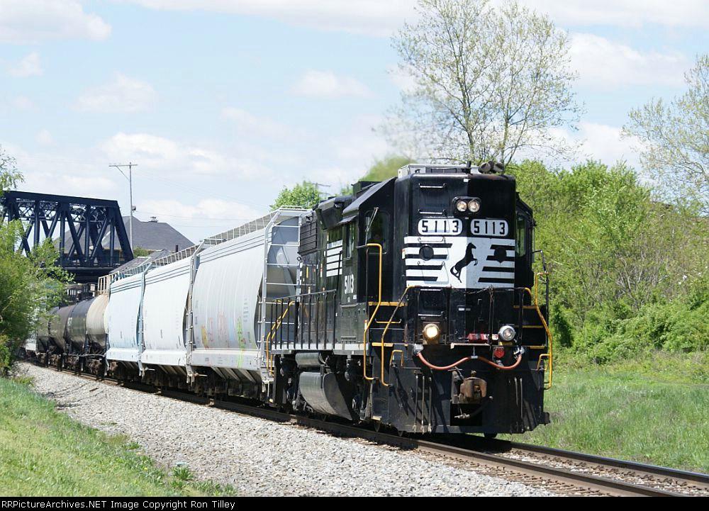 H76 heading East on the Lehigh Line