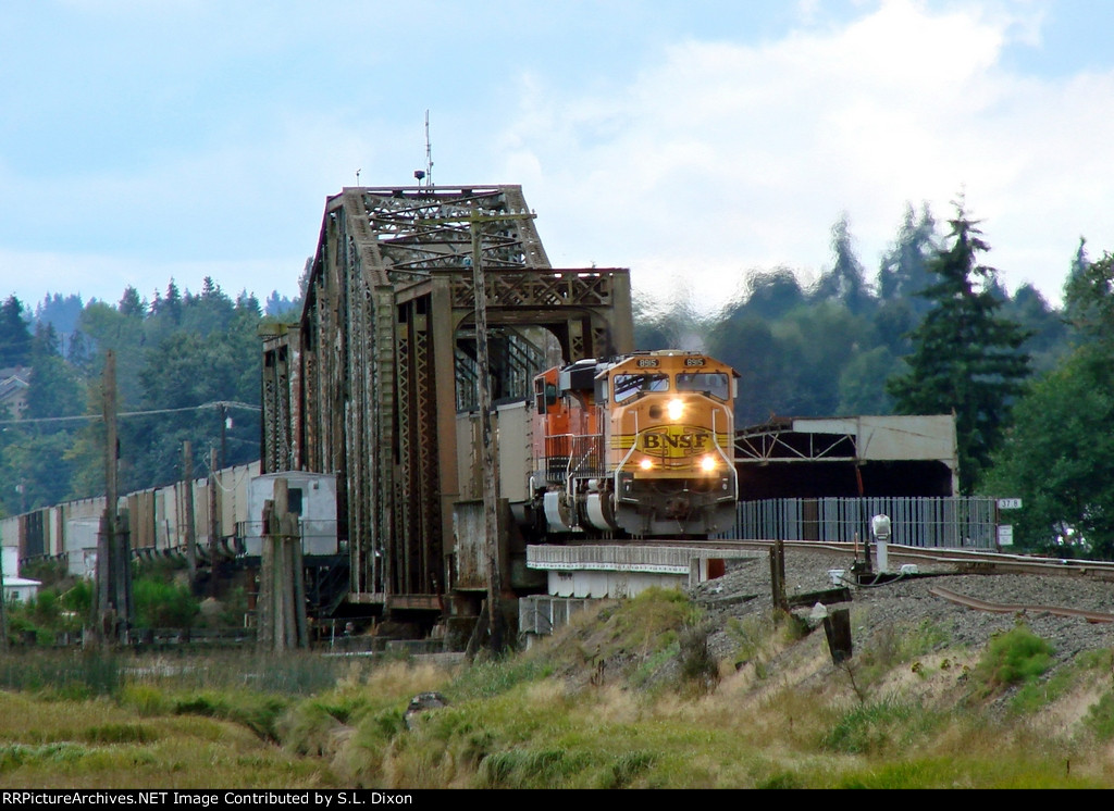 BNSF 8915 North at Br 37.8