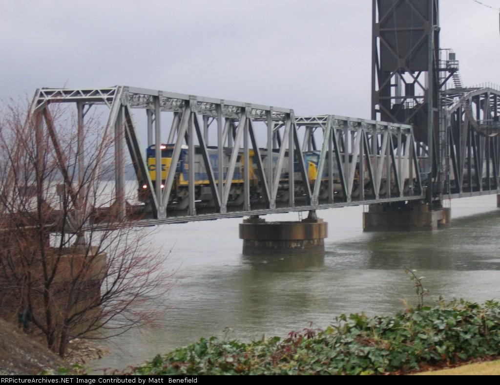 CSX 7629 on the bridge