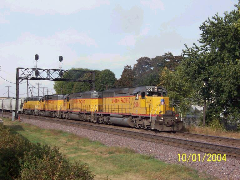 Great sound of EMD's on UP 3061 East
