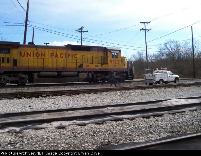 UP 9122 & shop truck