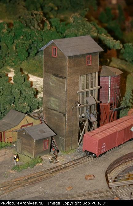 Fairbanks Morse Coaling tower at Cedar Haven Yard