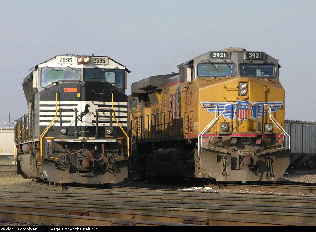 NS 2595 and UP 5921