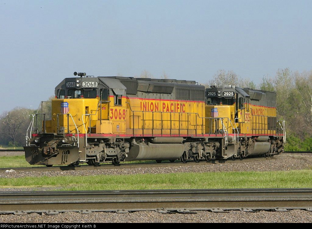 UP 3068 and 2925