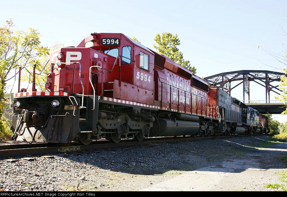 D&H power on the Freemansburg Industrial track. Former CNJ
