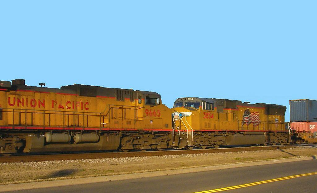 UP 3854 & UP 9665