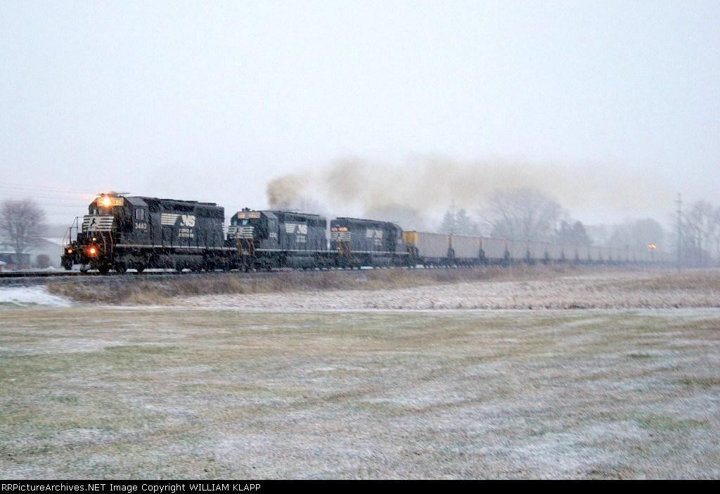 NS 537 NS 3443 Northbound