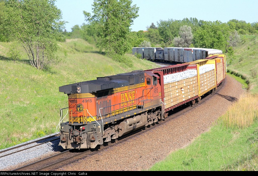 BNSF 4915 shoving bnsf 4529E