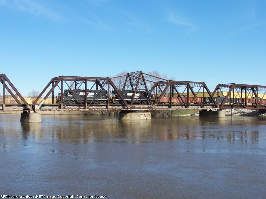 Z739 Crossing The Grand River