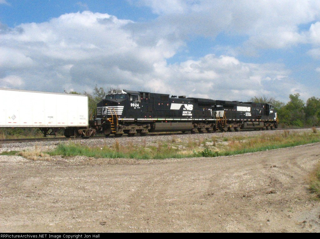 NS 9924 & 9680 head away