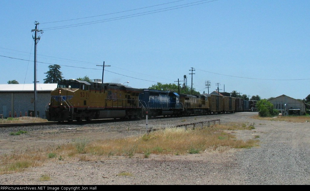 UP 5371 leading CEFX 3172 & UP 9648