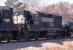 NS 2874 on NS SB freight