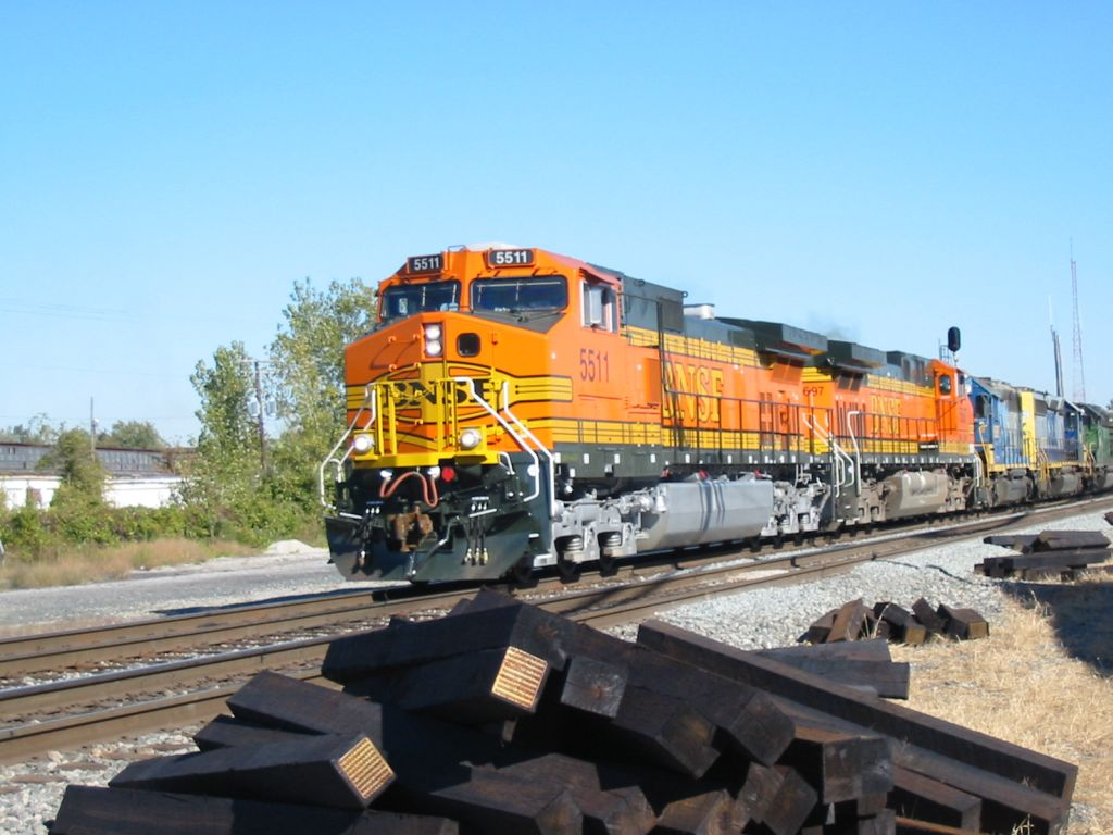 BNSF on CSXT heads west