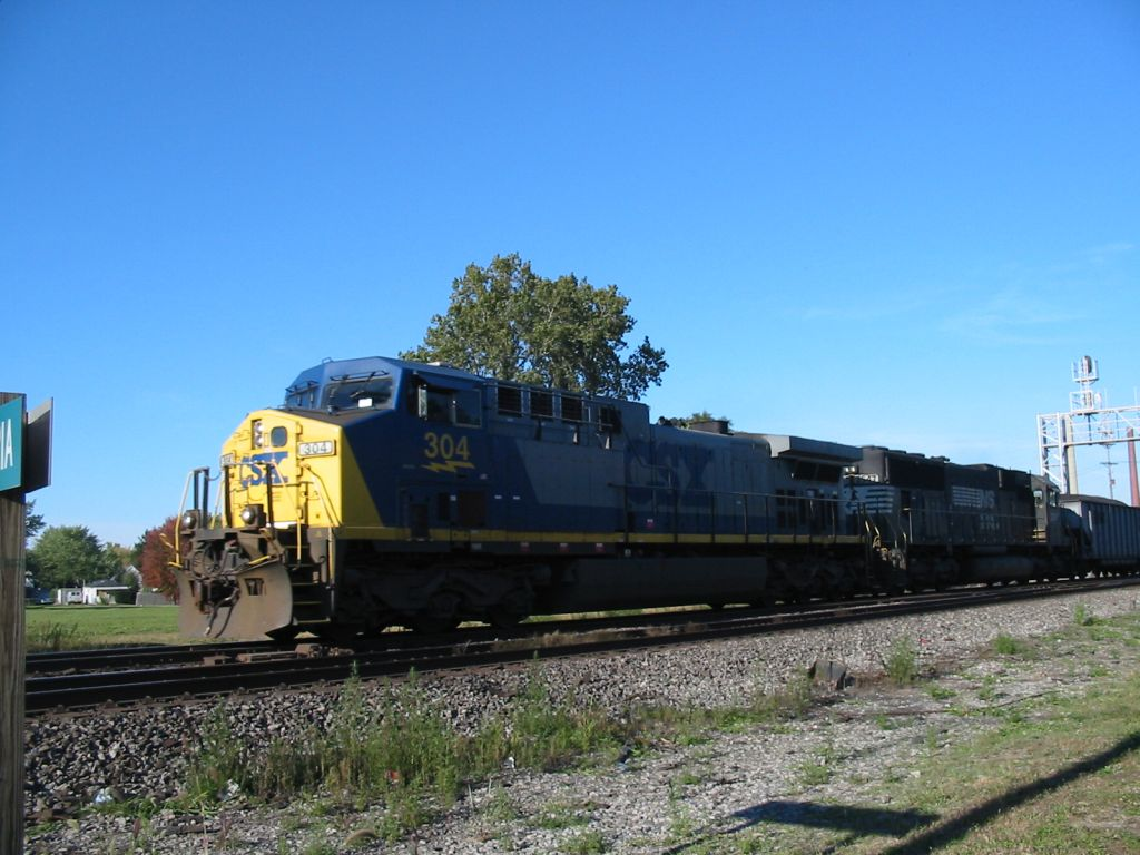 CSX 304 on the NS westbound