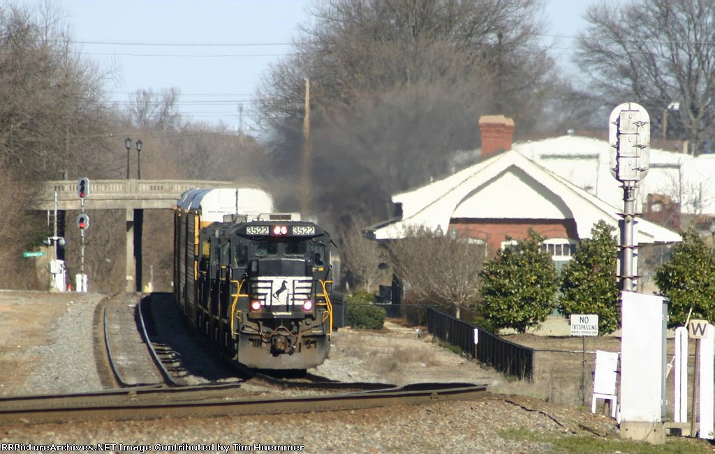 NS 213 passing the station